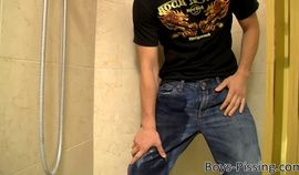 Smooth and beefy twink masturbates and pisses in a bathroom