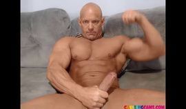 Big muscle daddy live chat on Cruisingcams.com