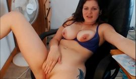 webcam busty curvy 19 years old bigtits teasing and spanking ass