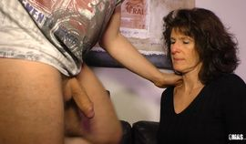 XXX OMAS - Deutsche Oma Elke S. lässt sich von Torsten S. in den Mund spritzen
