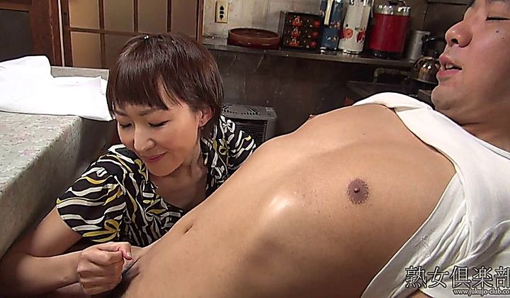 Japanese Milf Handjob uncensored(無修正) — vPorn